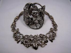 Doris Silver Vintage Mexican Repousse Floral Necklace