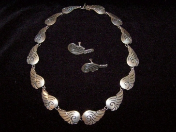 Vintage Mexican Silver Angel Wing Design Necklace and ER's