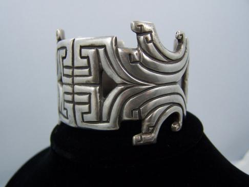 Los Castillo Repousse Cuff #402 Vintage Mexican Silver