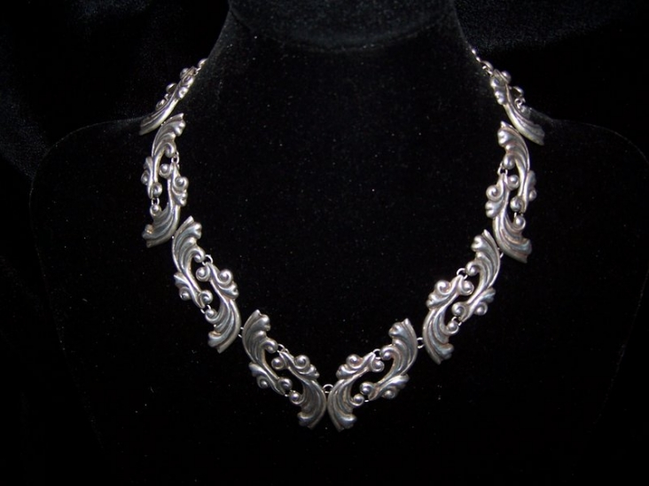 Vintage Mexican Silver Repousse Necklace